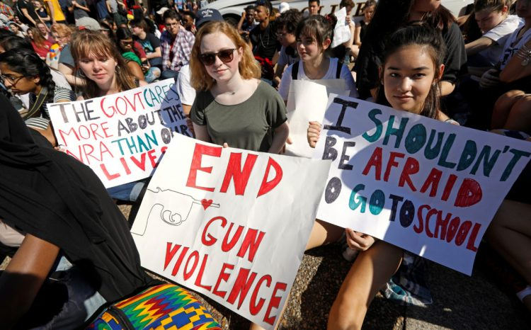 Students who walked out of their Montgomery County, Maryland, schools protest against gun violence in front of the White House in Washington, U.S., February 21, 2018. REUTERS/Kevin Lamarque - RC164B322F90